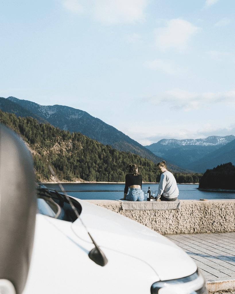 Urlaub von einem Pärchen in der Natur